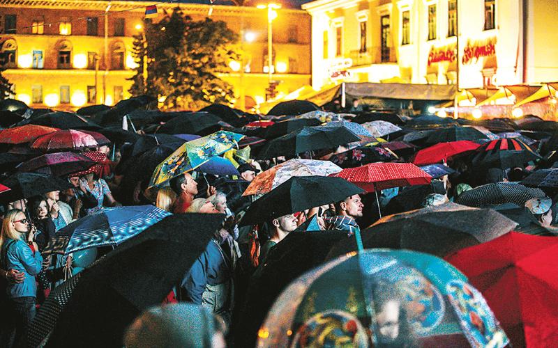 классика у ратуши, дождь
