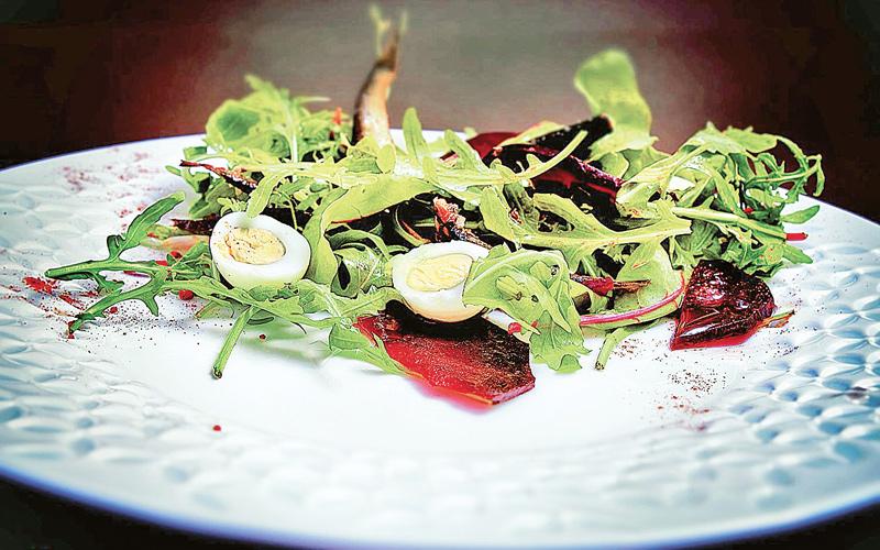 Салат из свеклы со шпротами и зеленью