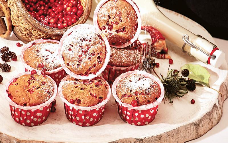 Пряные кексы с брусникой