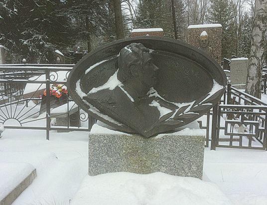 зиновий бабий, памятник