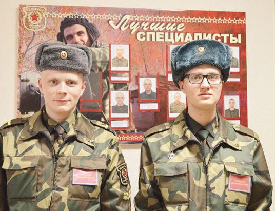 ефрейтор Александр Кобов и рядовой Илья Конев