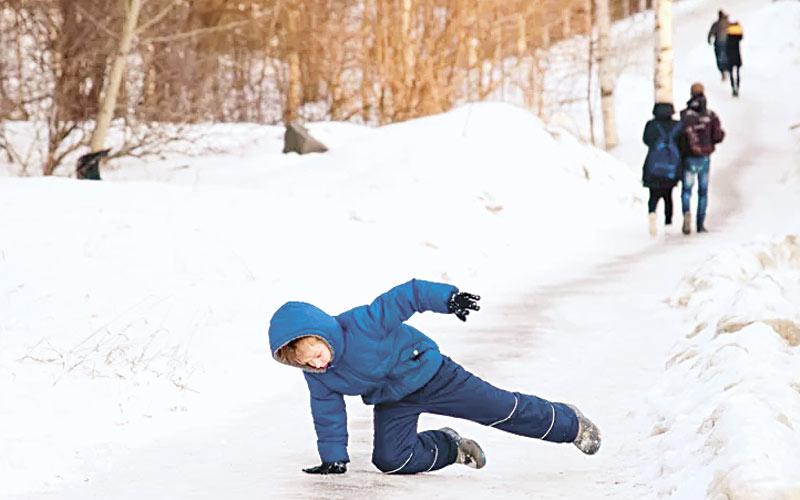 ребенок, лед, падение