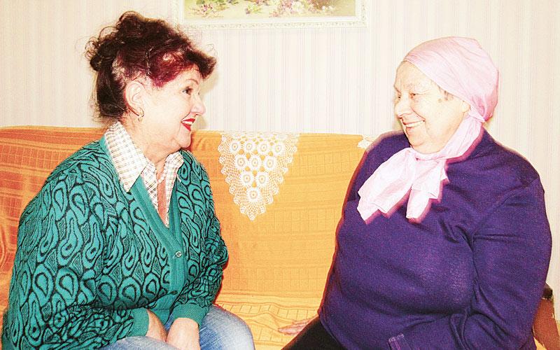 Валентина Семижон с подопечной Тамарой Шелюбской