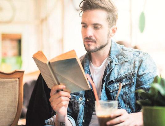 мужчина, книга, читать